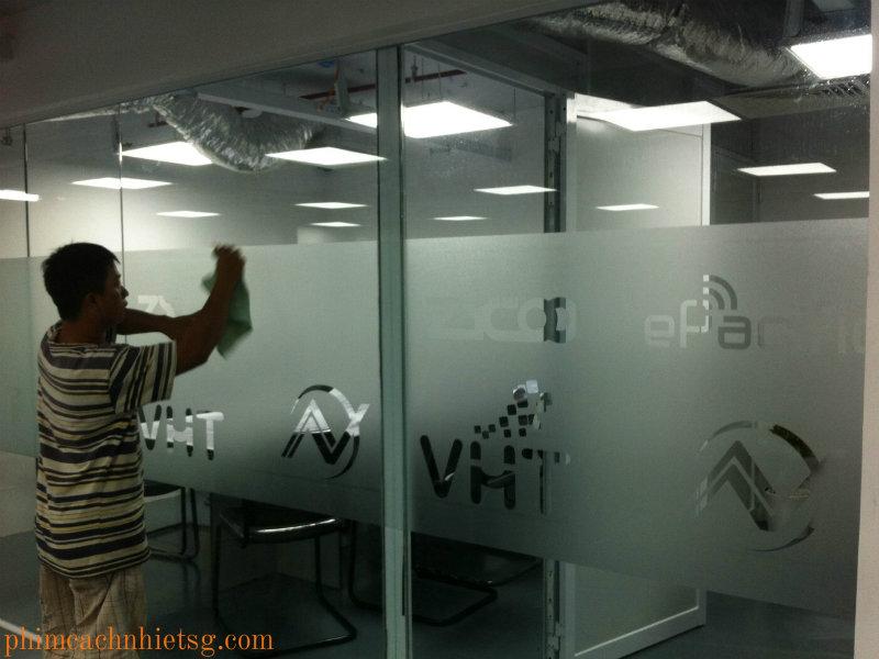 Phim trang trí, in kỹ thuật số, chuyên in ấn logo công ty, thi công decan trang trí , giấy dán tường, giấy dán kính